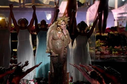 Beyoncé, le foto della sexy artista 7