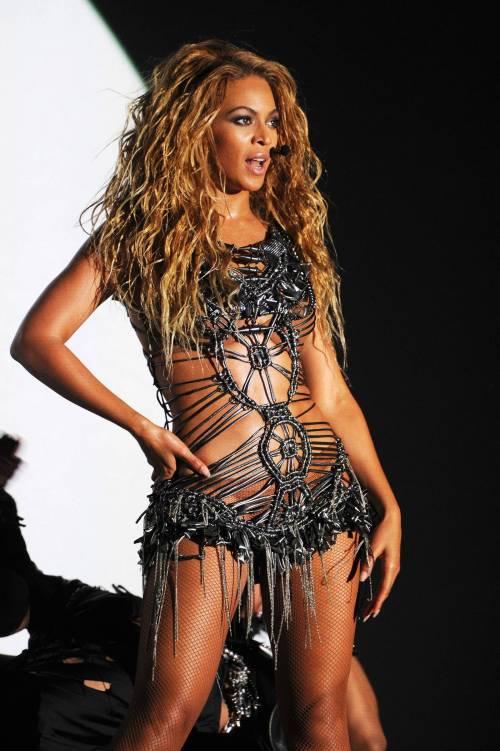 Beyoncé, le foto della sexy artista 9