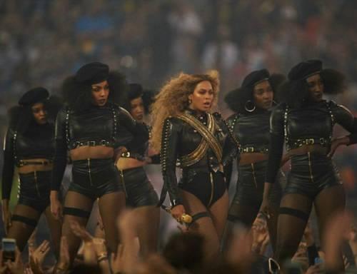 Beyoncé, le foto della sexy artista 4