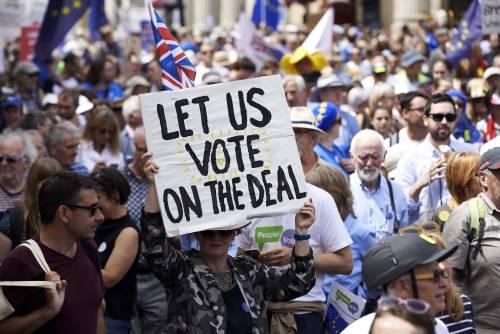 Brexit, nelle strade di Londra sfila il Paese pro-Europa: «Adesso un altro referendum»