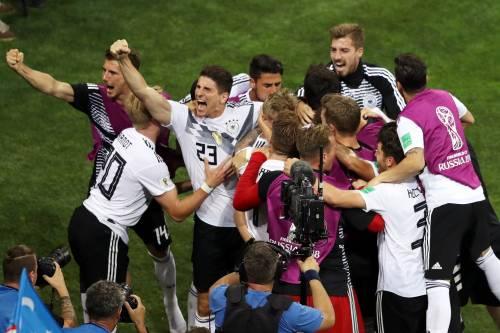 """I gestacci dei calciatori della Germania e i """"sandali col calzino"""""""