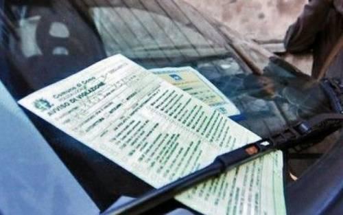 Non ha più monete per pagare il parcheggio: la multa viene annullata