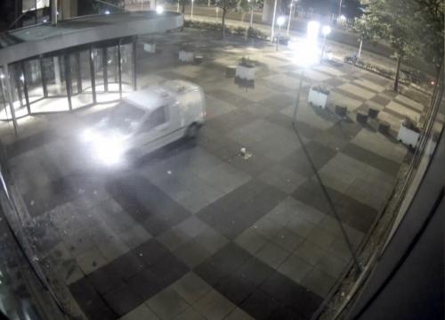 Paesi Bassi, un furgone lanciato contro giornale: colpito il De Telegraaf