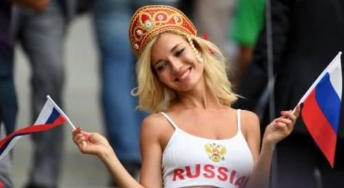 Svelata la professione di Miss Mondiale: fa la pornostar in Russia
