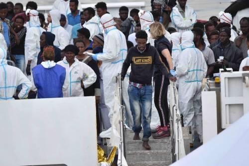 Arriva il taglio all'accoglienza. Per i migranti da 35 a 20 euro