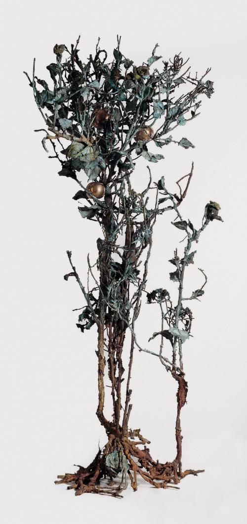 Nella foresta di bronzo e stoffa di Alik Cavaliere: tra mito e Natura