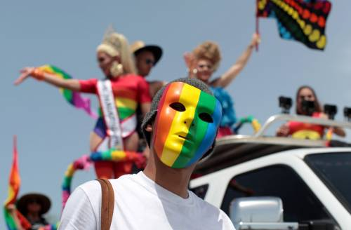 Firenze, il candidato del Pd che cerca i voti dei gay iscrivendosi su Grindr