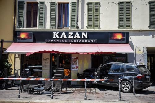 Milano, Suv si schianta contro un ristorante 4