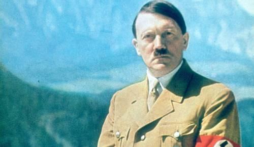 Lodi, si aggira con la maglietta di Hitler: fermato dalla Digos