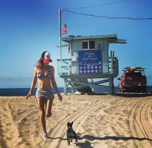 Elisabetta Canalis in costume su Instagram 6