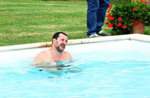 Salvini nuota nella piscina confiscata alla mafia 4