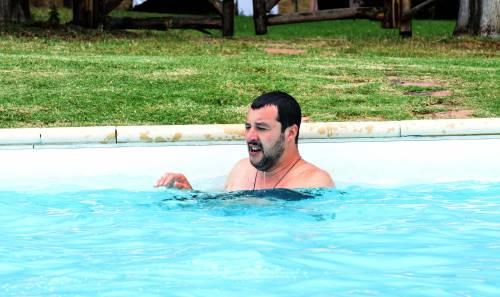 Salvini nuota nella piscina confiscata alla mafia 3