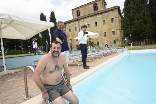 Salvini nuota nella piscina confiscata alla mafia 5