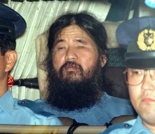 Tokyo, giustiziato Shoko Asahara e altri sei membri della setta responsabile della strage con il sarin