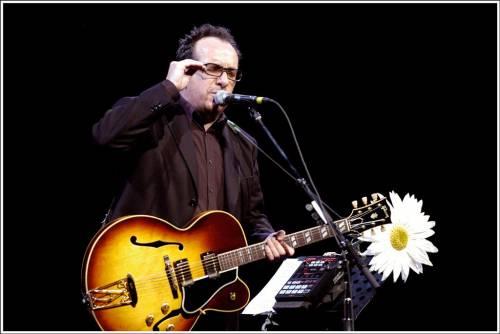 """Elvis Costello cancella il tour europeo: """"Non riesco, ho il cancro"""""""