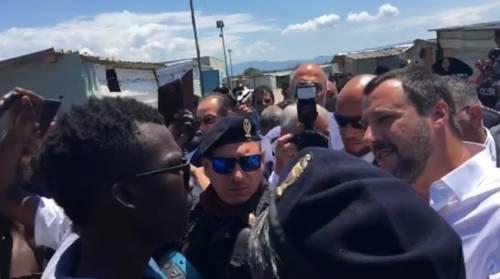 Migranti, Salvini alla tendopoli: 'Voi sfruttati? Prima gli italiani'