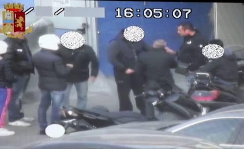 Milano, arrestato il poliziotto pusher in affari con gli spacciatori 10
