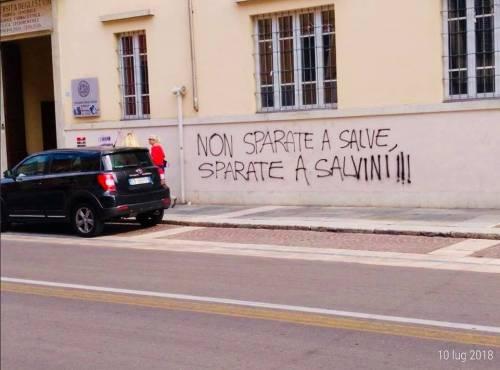 """""""Sparate a Salvini"""": minacce choc al ministro"""