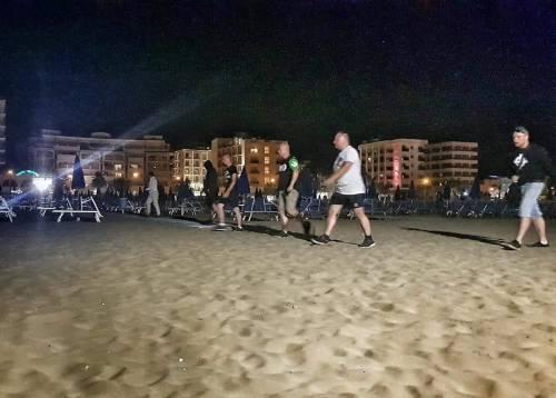 Rimini, ronde Forza Nuova in spiaggia 4