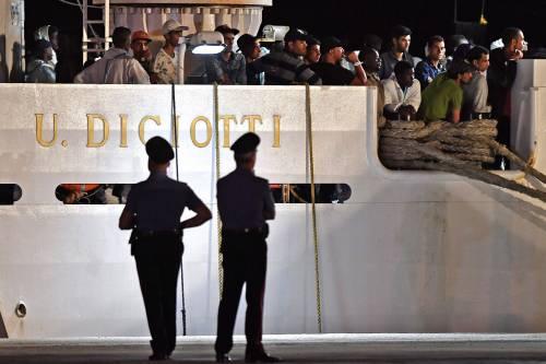 La polizia a bordo della Diciotti per trovare i clandestini ribelli