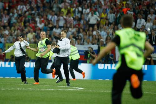 Invasione di campo durante la finale dei Mondiali 12