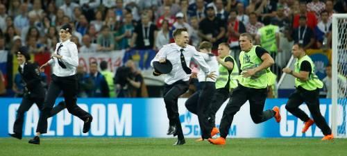 Invasione di campo durante la finale dei Mondiali 13