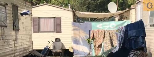 Riccione, prenota appartamento sul mare ma si ritrova un campo rom