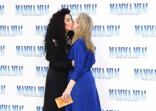 Cher e Meryl Streep, bacio lesbo in foto
