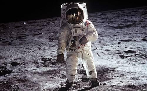 La Nasa accelera i piani per tornare sulla Luna: Stavolta per rimanerci