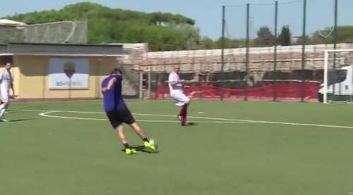 Totti segna il gol dell'anno: destro magico e palla nel sette
