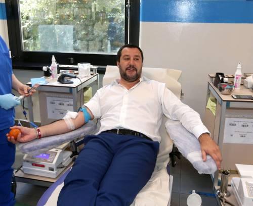 """Salvini dona il sangue e scherza: """"Ho la pressione alta, dovrei rilassarmi..."""" 4"""