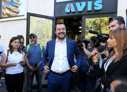 """Salvini dona il sangue e scherza: """"Ho la pressione alta, dovrei rilassarmi..."""" 2"""