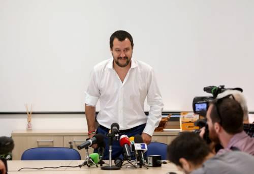"""Salvini dona il sangue e scherza: """"Ho la pressione alta, dovrei rilassarmi..."""" 6"""