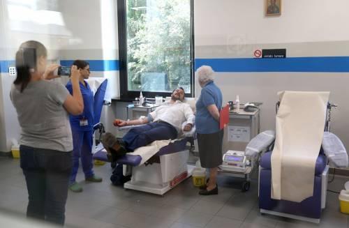 """Salvini dona il sangue e scherza: """"Ho la pressione alta, dovrei rilassarmi..."""" 5"""