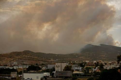 Le fiamme devastano la Grecia 4