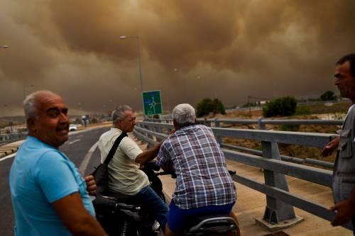 Le fiamme devastano la Grecia 5