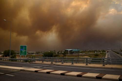 Le fiamme devastano la Grecia 6