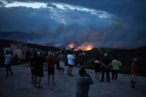 Le fiamme devastano la Grecia 7
