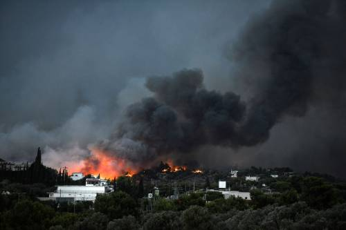 Le fiamme devastano la Grecia 9