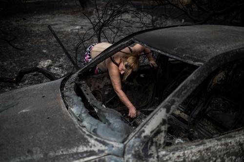 Mati, auto e case incenerite 9