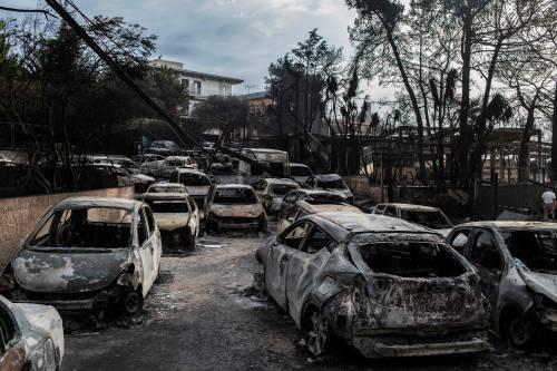 Mati, auto e case incenerite 10