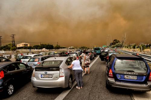 Incendi in Grecia, le storie dei sopravvissuti