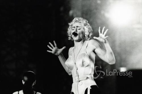 "Madonna stronca le ""sfumature di grigio"""