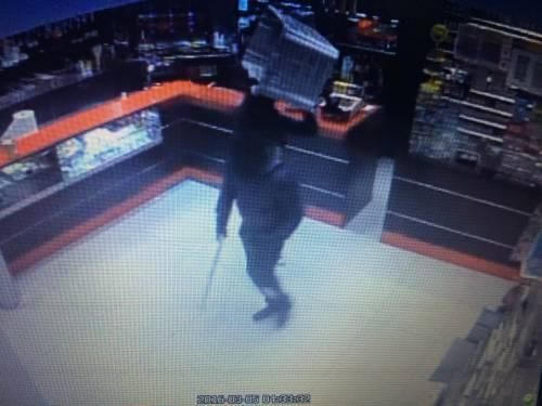 """""""Troppe rapine, costretti a chiudere il bar di notte"""": i banditi in azione 1"""