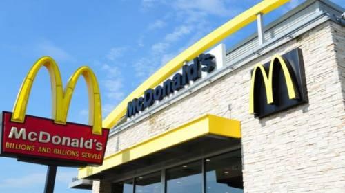 Vuole un gelato più grande: minacce di morte a cameriera McDonald's