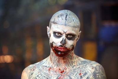 """Morto suicida """"Zombie Boy"""", il modello più tatuato al mondo"""
