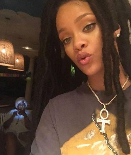 Rihanna, le foto più sexy e sensuali 9