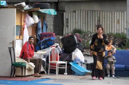 Milano, notte di paura agli Olmi: sgommate, risse e spari tra rom