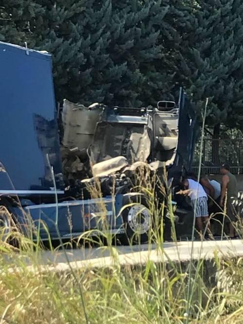 Tragedia a Foggia: scontro contro un tir, muoiono undici braccianti 4