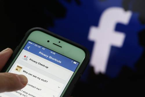 Pesanti insulti blasfemi su Facebook: arrestato noto attore spagnolo